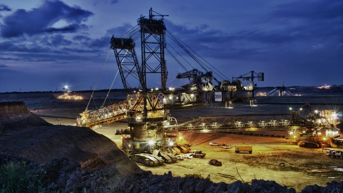 Угольный разрез .Добыча угля