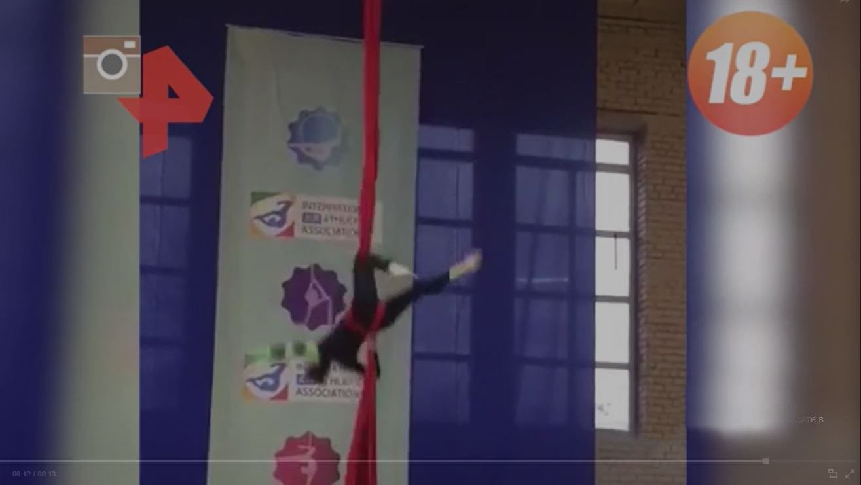 Момент падения гимнастки