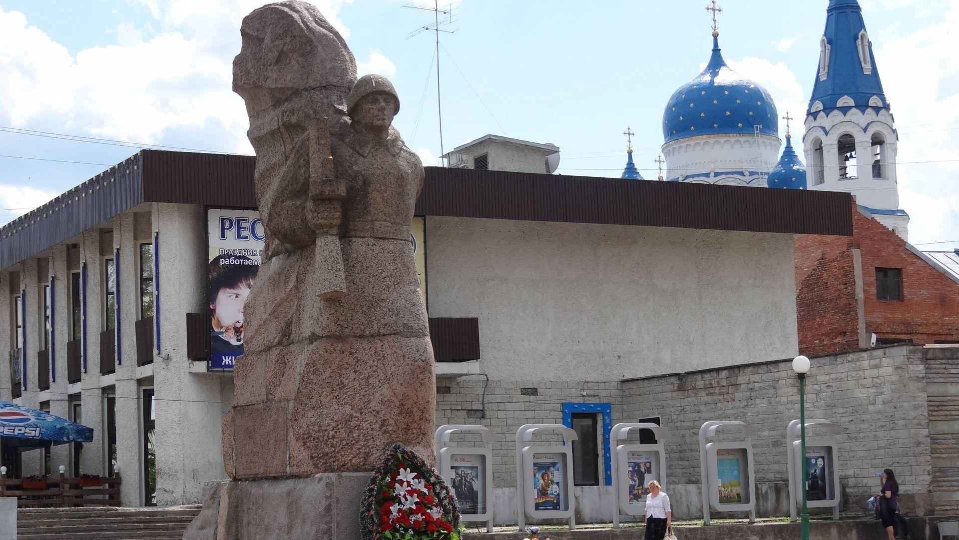Памятник воинам-освободителям на проспекте 25 октября в Гатчине