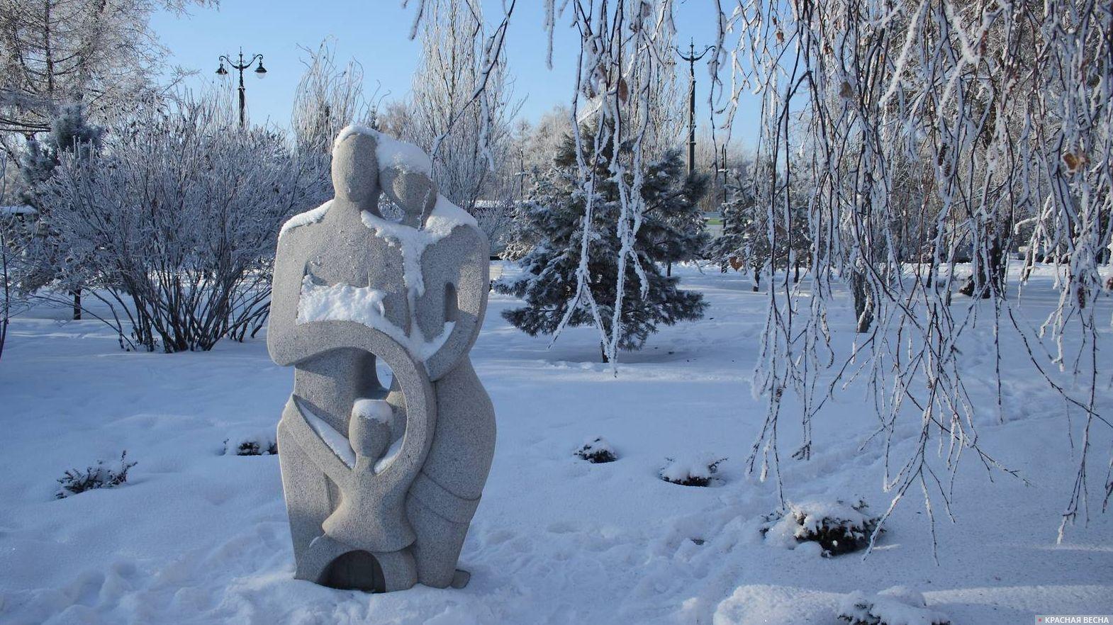 Композиция из камня Семья. Омск