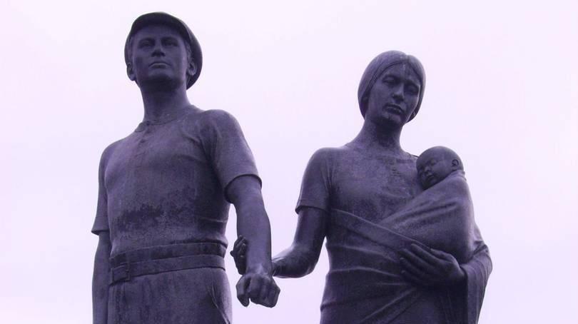 Статуя шахтерам Рондды, скульптор Роберт Томас