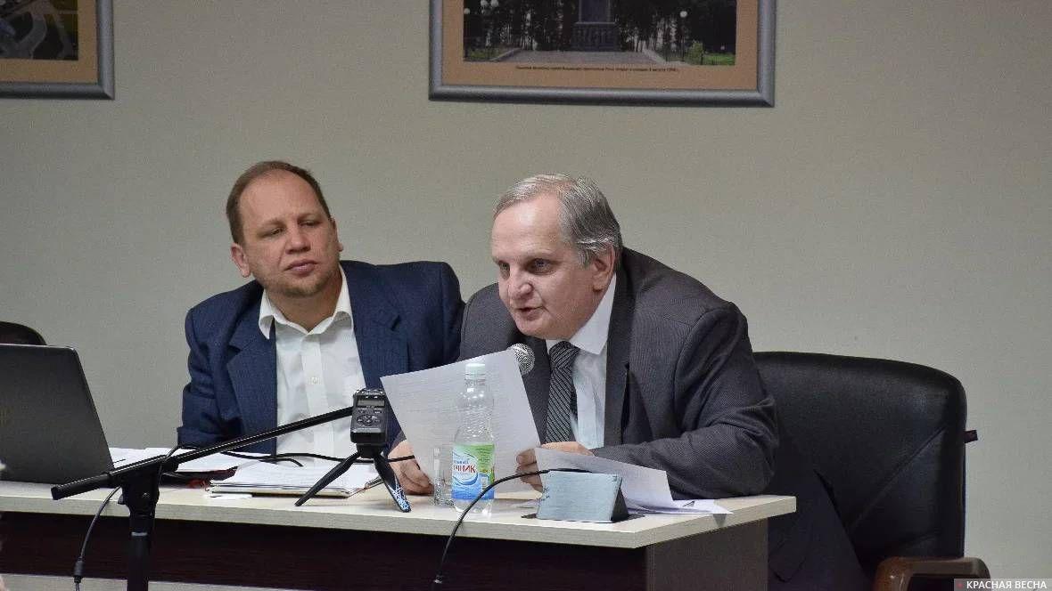 Алексей Фисич (справа). Конференция о последствиях пенсионной реформы. Белгород