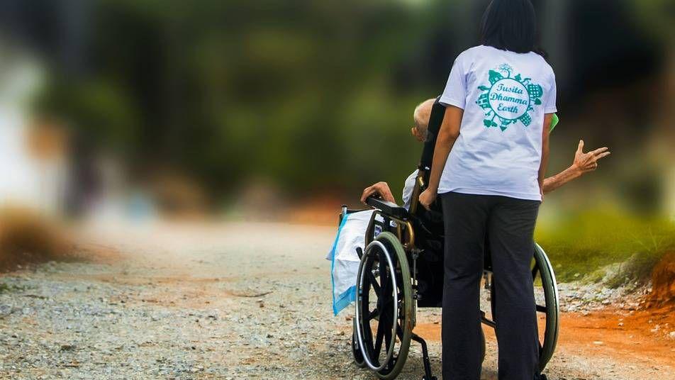 Поддержка людей с инвалидностью