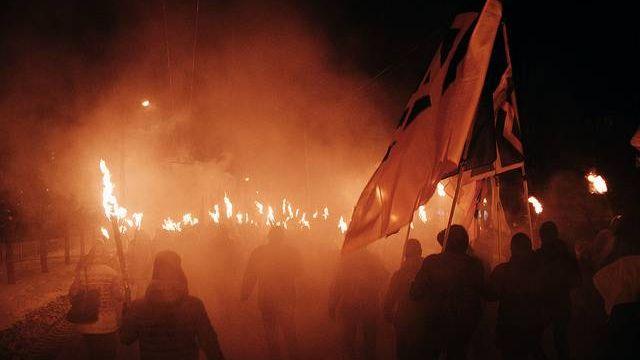 Факельное шествие в честь годовщины подвига геров битвы при Крутах. Украина, Краматорск
