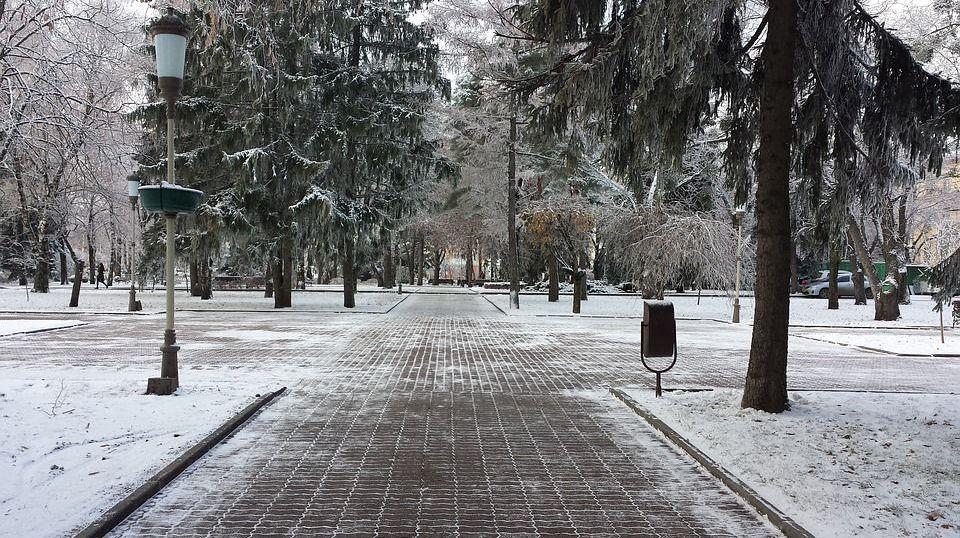 Снег на улицах Ставрополя