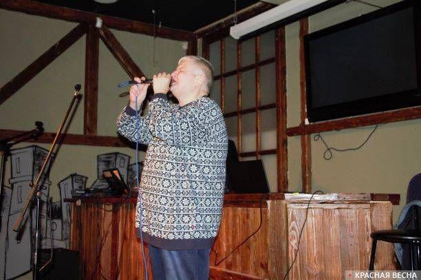 Алексей Вишня выступает на своем юбилее в клубе SkVer
