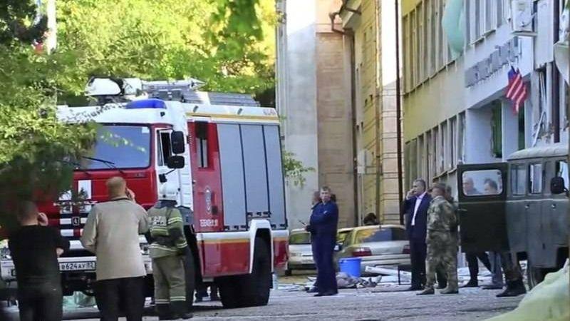 У корпуса Керченского политехнического колледжа, в котором произошёл взрыв