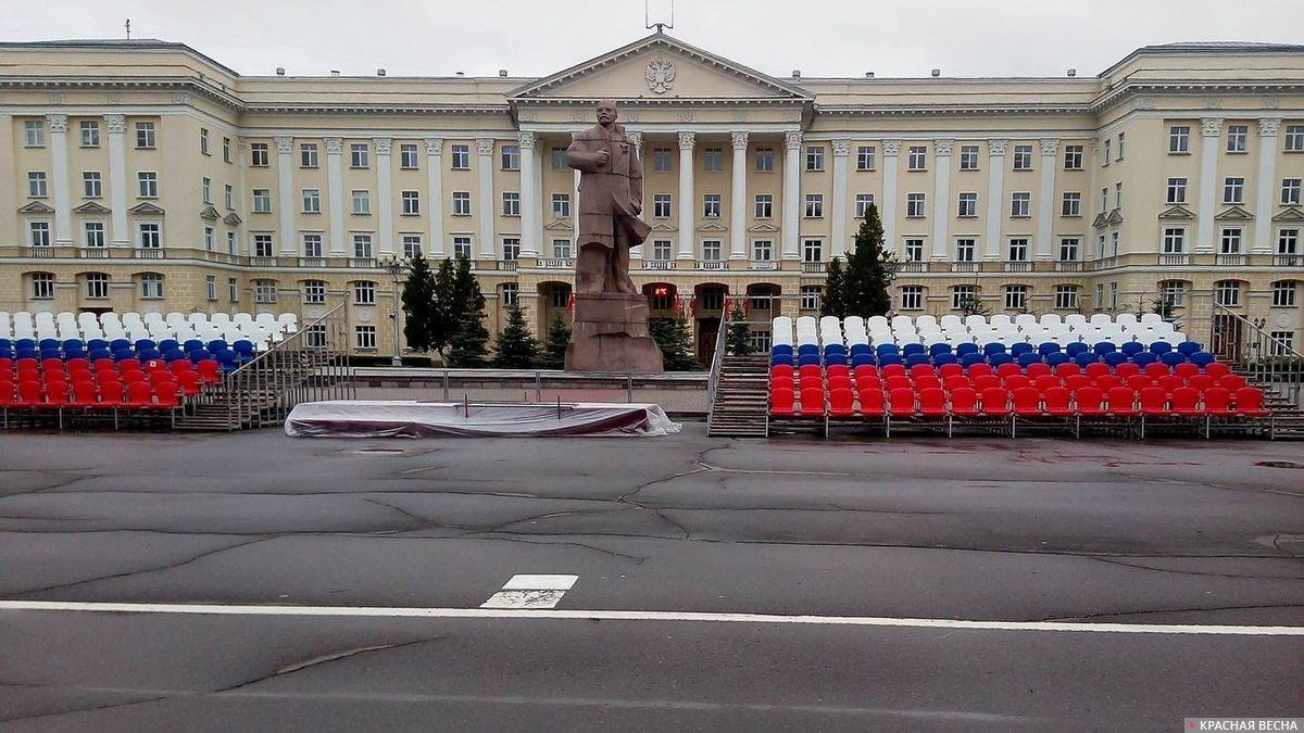 Площадь Ленина в Смоленске в ожидании Парада Победы