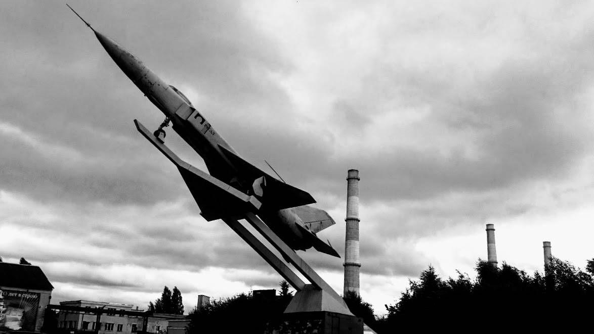 Су-15 установленный у северной проходной завода