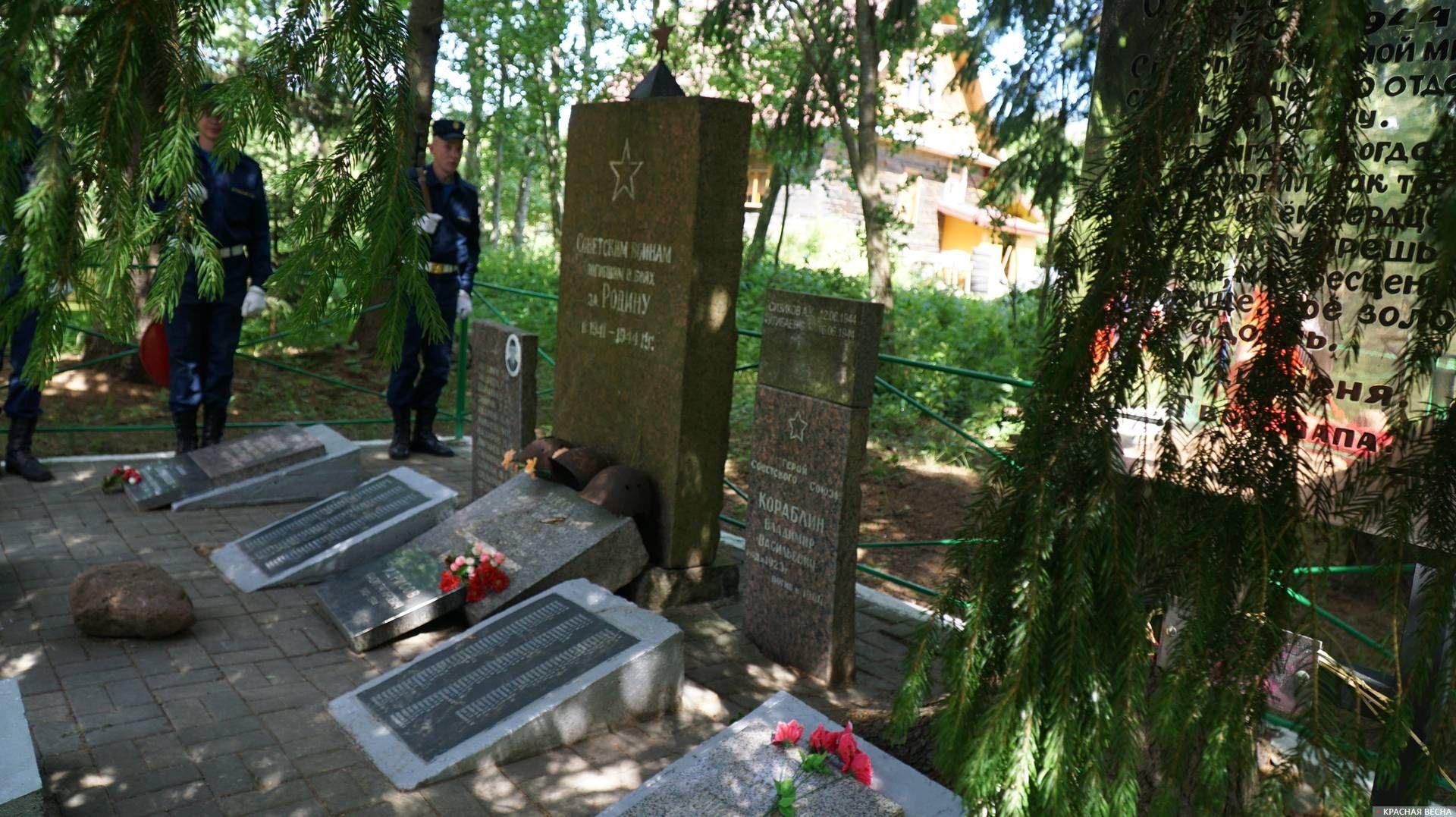 Группа почетного караула на мемориале. Ленобласть. 12.06.2019