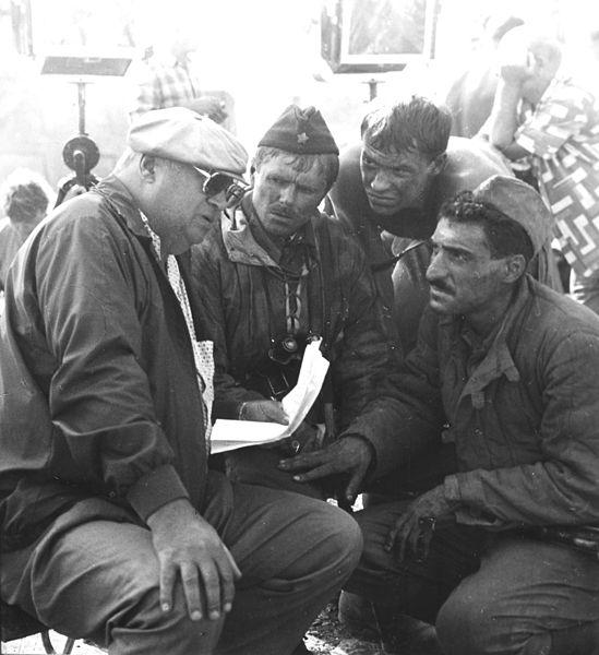 Юрий Озеров, Олег Урюмцев, Фёдор Бондарчук и Тигран Кеосаян во время съёмок фильма «Сталинград». 1987 год.