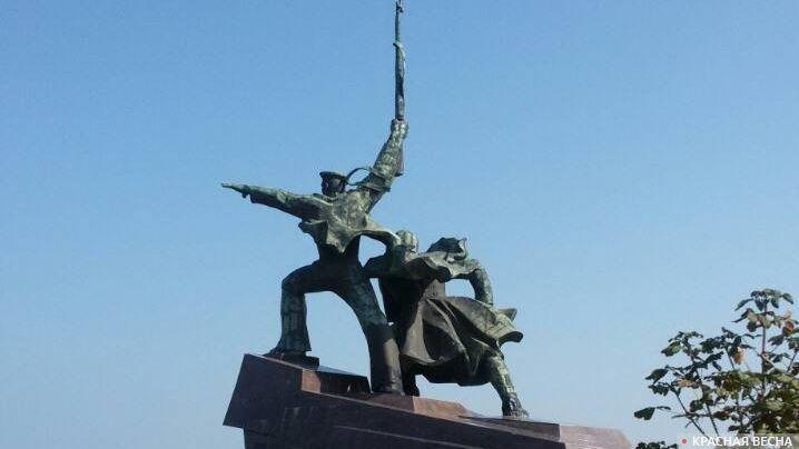 Крым. Монумент