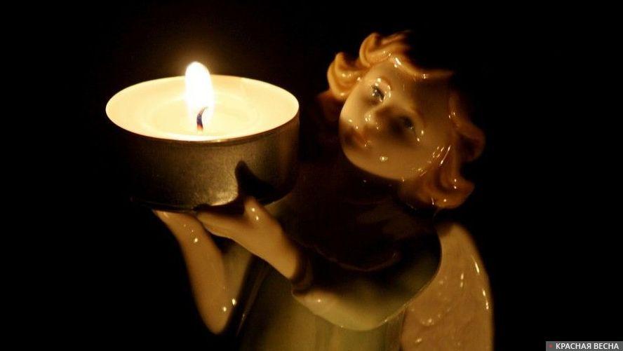 Свеча на фигурке