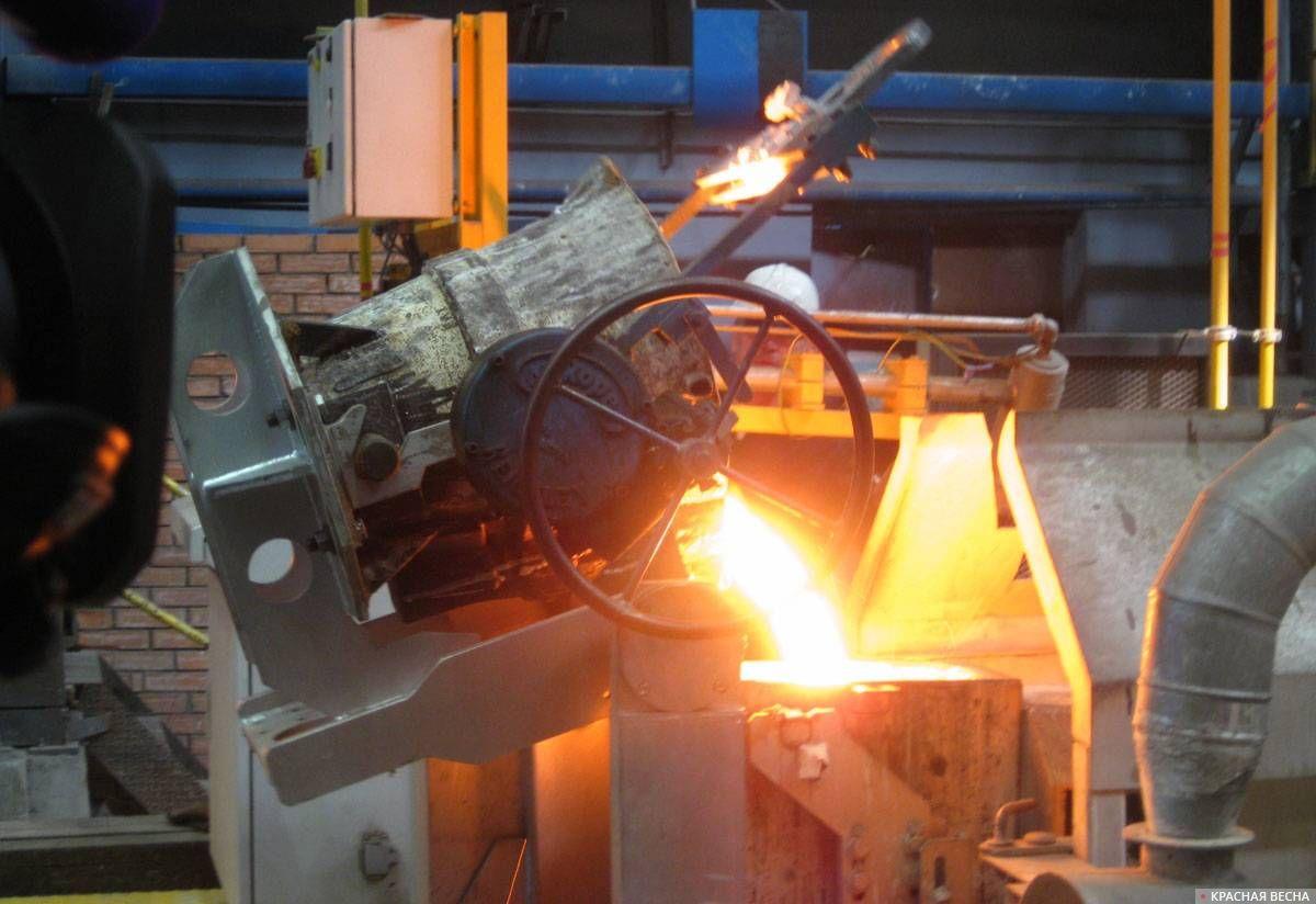 В установку для центробежного литья заливают металл. 30.05.2019