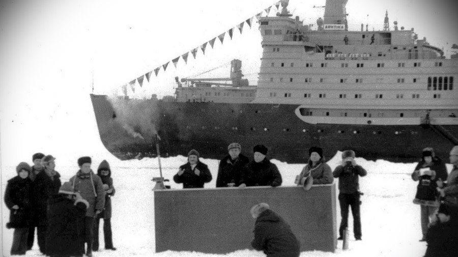 Атомный ледокол «Арктика» на Северном полюсе