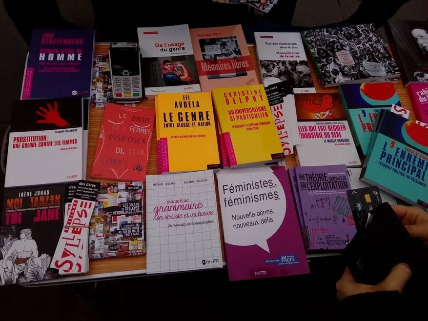 Продажа книг о гендере