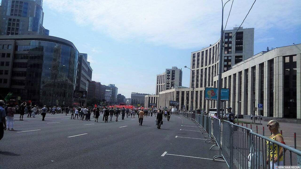Люди идут на митинг. Москва. 28.07.18