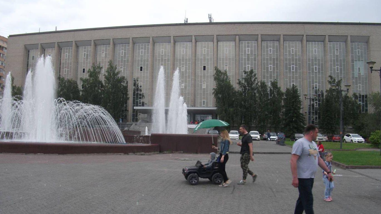 Площадь Пименова, фонтан перед ГПНБТ СО РАН