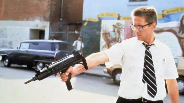 Огонь по людям. Цитата из к/ф «С меня хватит», реж. Джоэл Шумахер. 1992. США