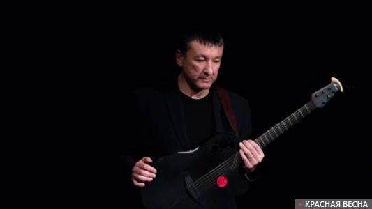 Лидер группы Motor-Roller Ильяс Аутов на камерном концерте в Москве