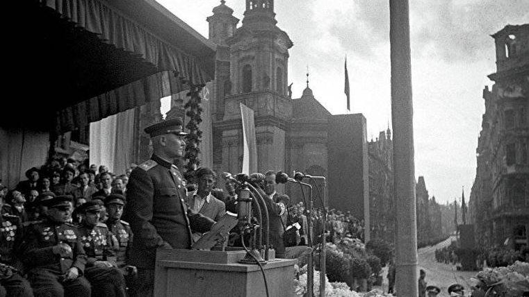 Маршал Советского Союза Иван Степанович Конев во время выступления на митинге в честь Советской Армии в Праге. Май 1945 года