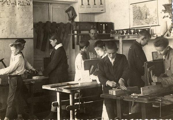 Уроки труда в советской школе.