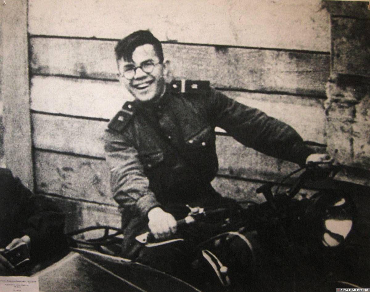 Шевченко Владимир Гаврилович, художник на войне. 1941–1945 гг. Ч.-б. фото
