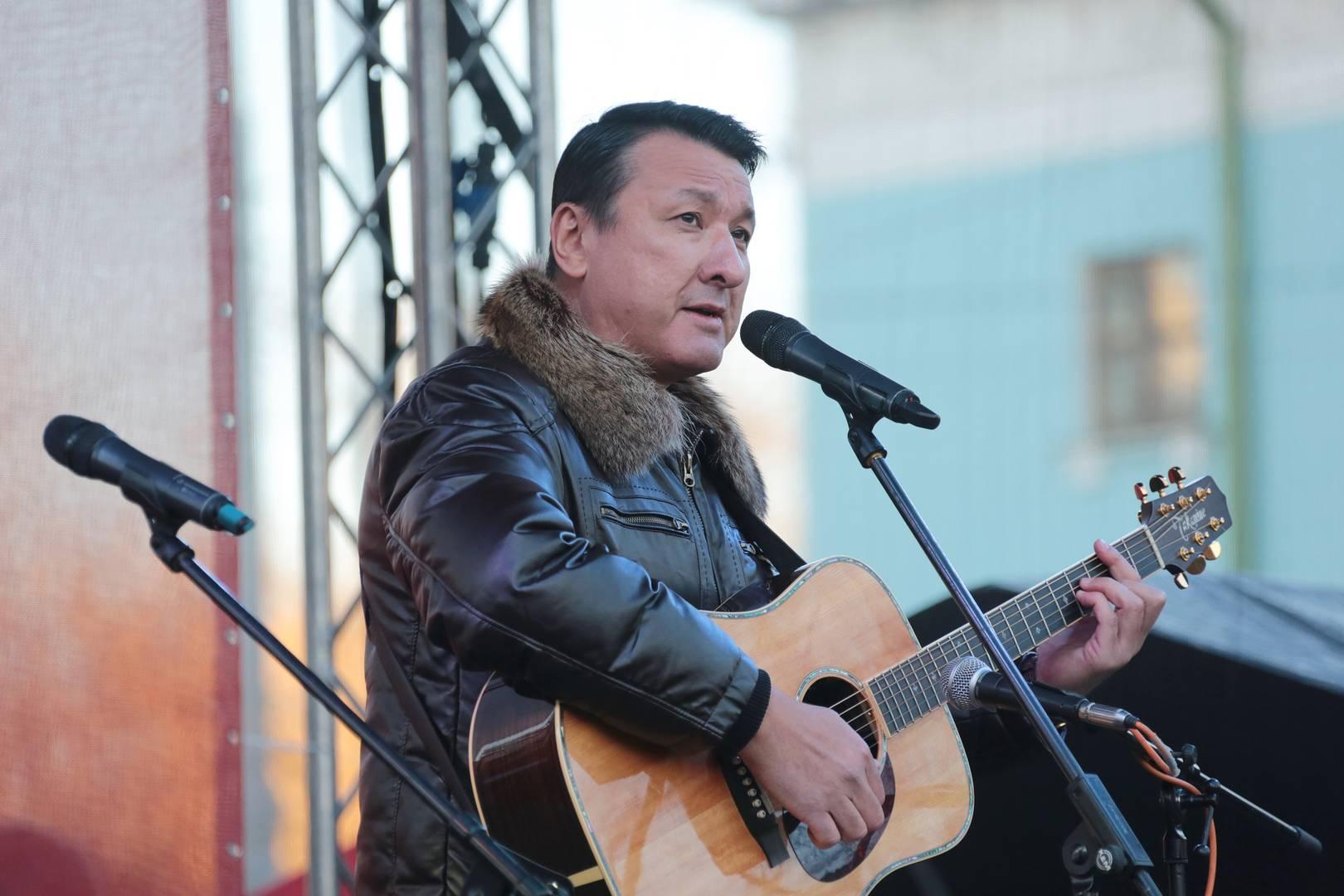 Ильяс Аутов выступает на митинге «Сути времени» в Москве, 5 ноября 2018 г.