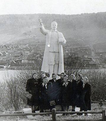 Памятник Сталину в городе Кусе.