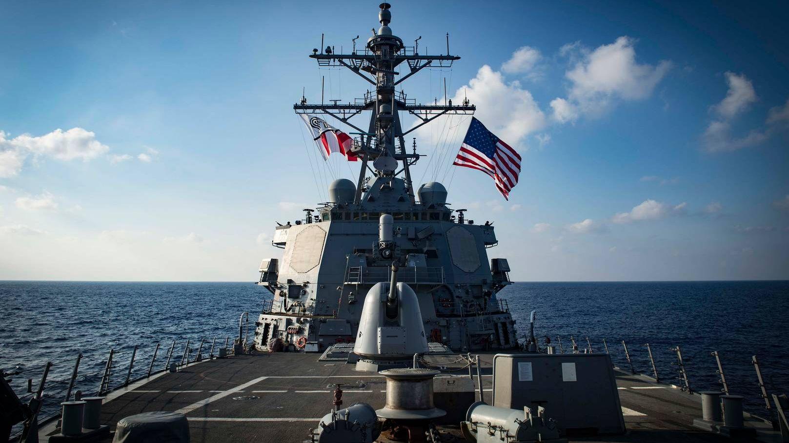 Ракетный эсминец 6-го флота ВМС США «Карни»