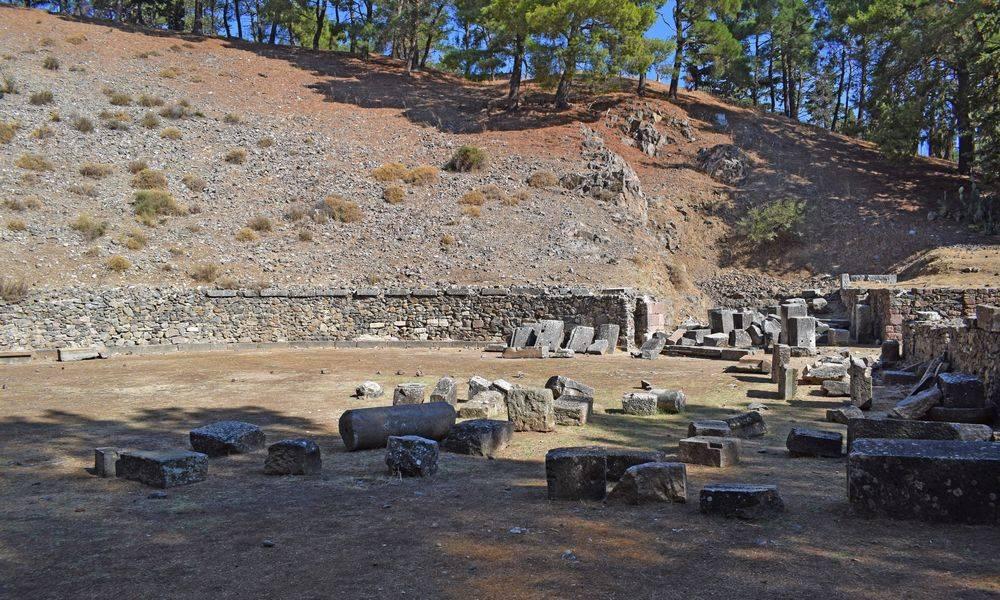 Руины митилинского театра