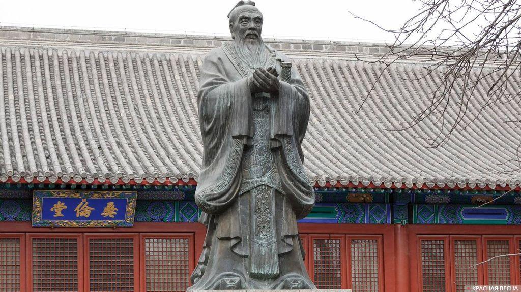 Статуя Конфуция в Императорской Академии. Пекин