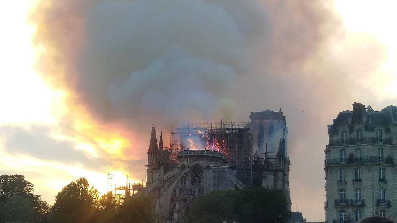 Пожар в Соборе Парижской Богоматери. Франция. Париж