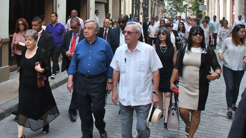 Антонио Гутерриш в Гаване (слева в первом ряду)