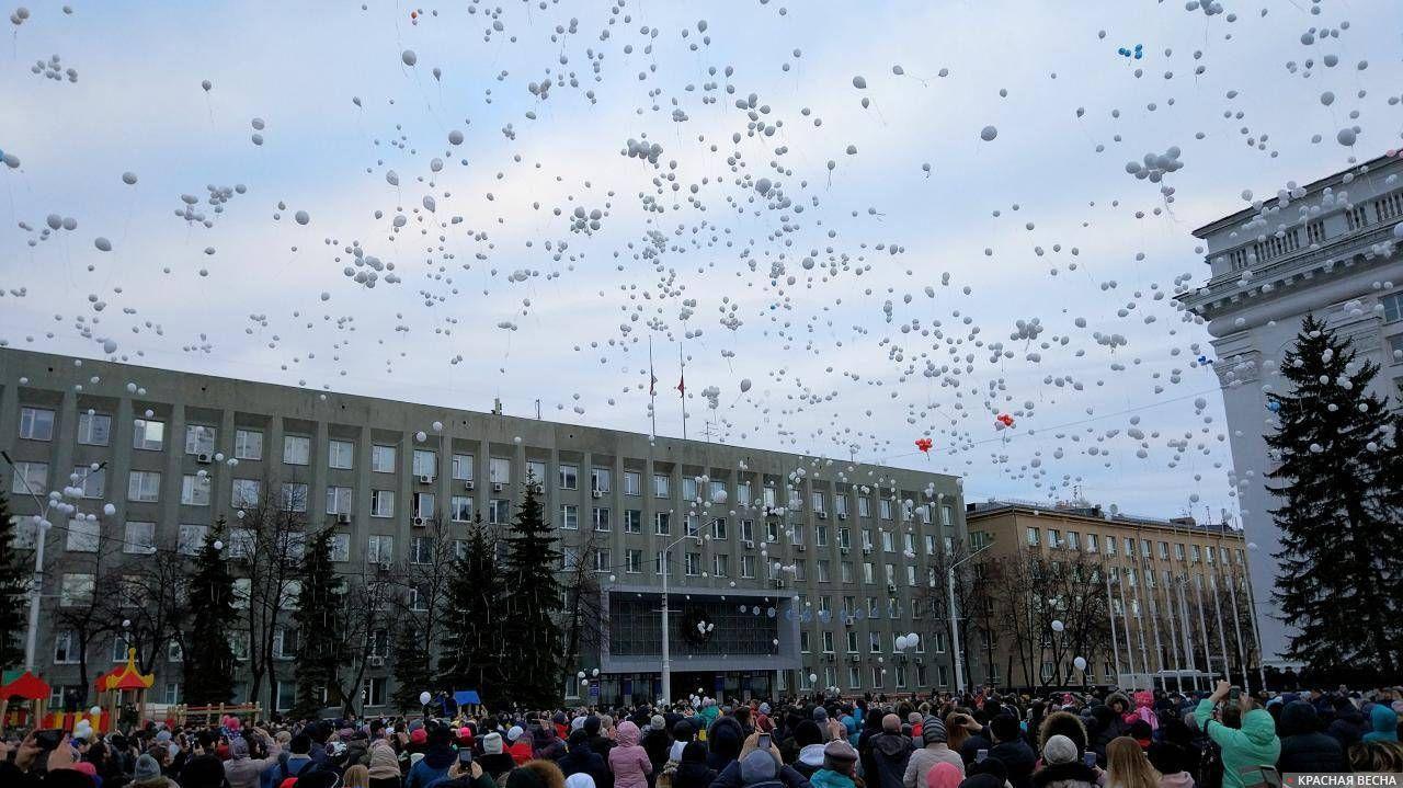 Акция памяти по погибшим в пожаре в ТРЦ