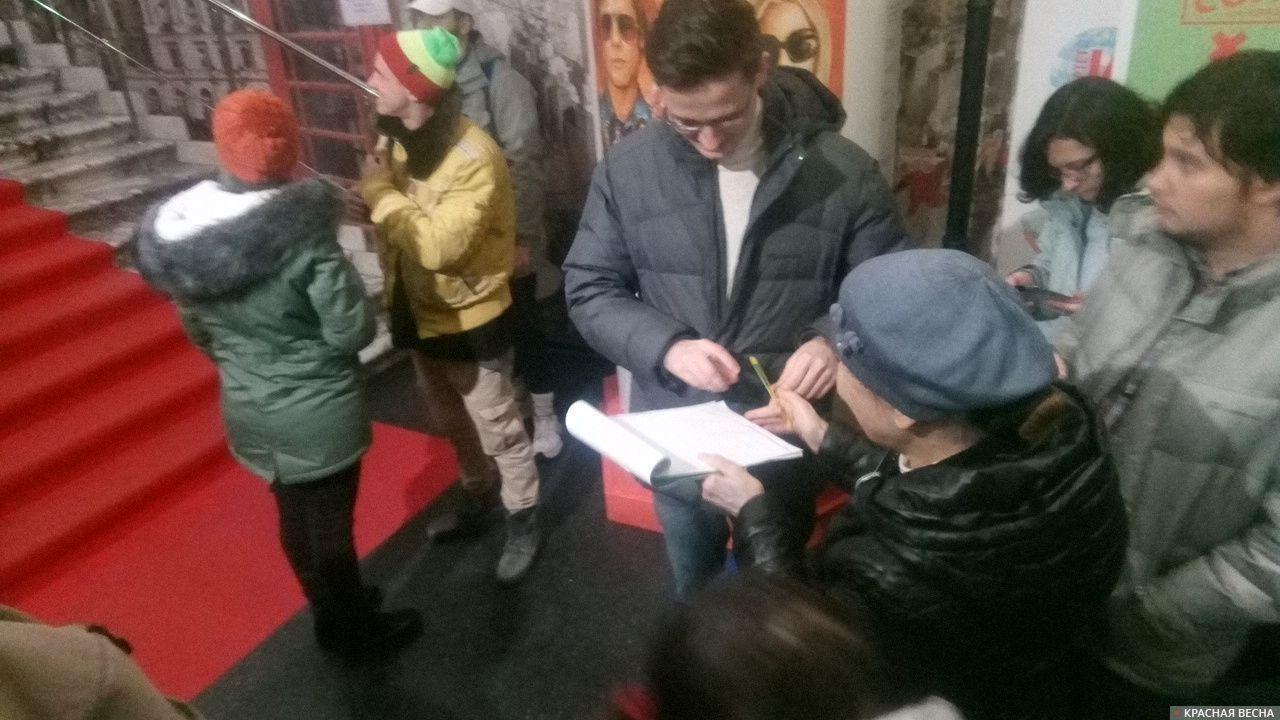 Сбор подписей против сноса киноцентра «Соловей» на Красной Пресне