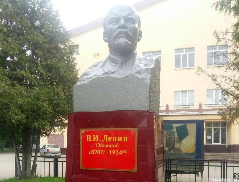 памятник Ленину возле бывшего ДК Комбайностроителей, Тула.