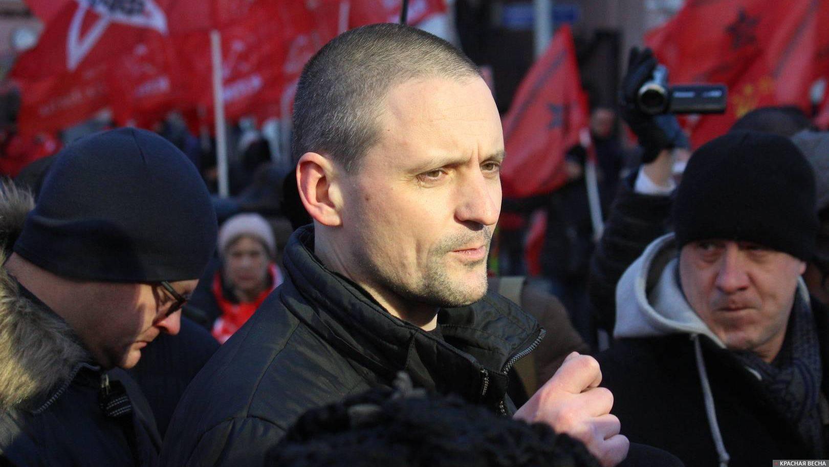 Удальцов даёт интервью на митинге КПРФ