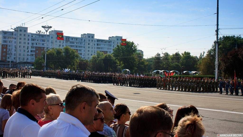 Тирасполь. Военный парад. День республики