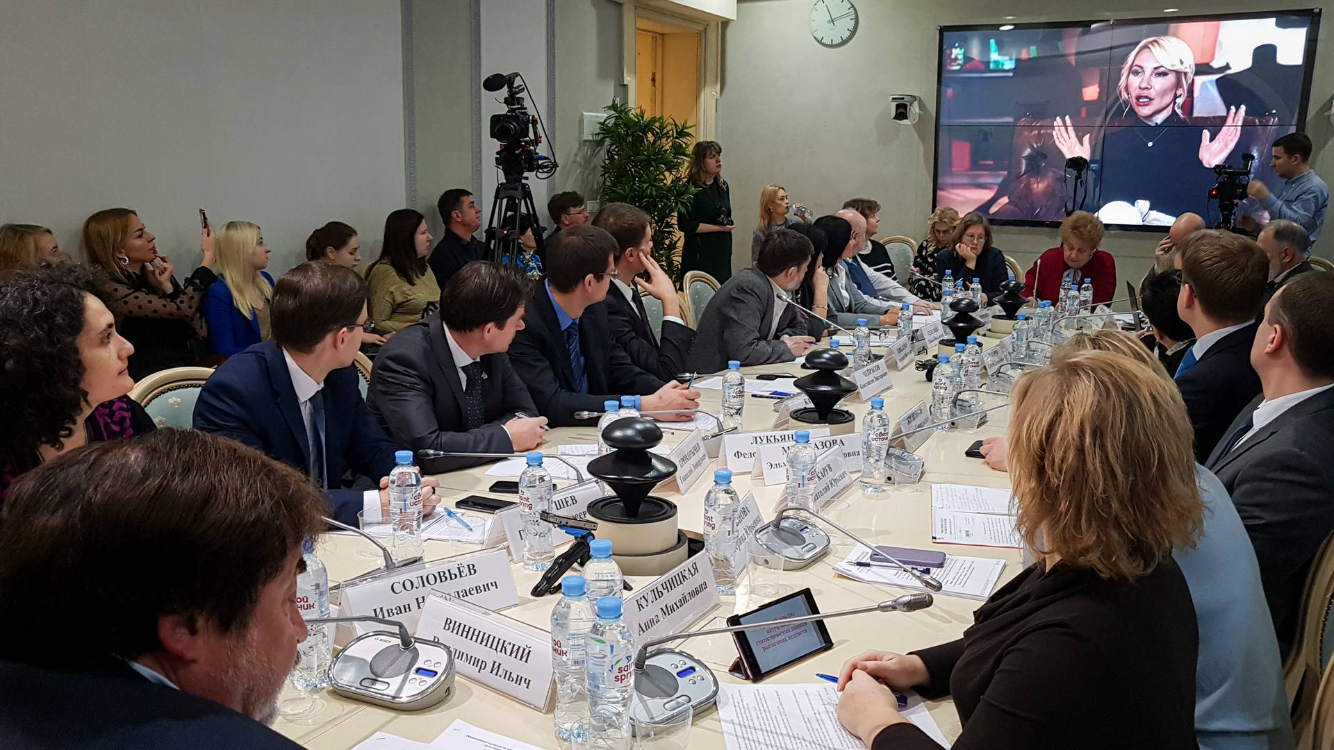 С мнением Алёны Поповой участники слушаний ознакомились в видеозаписи