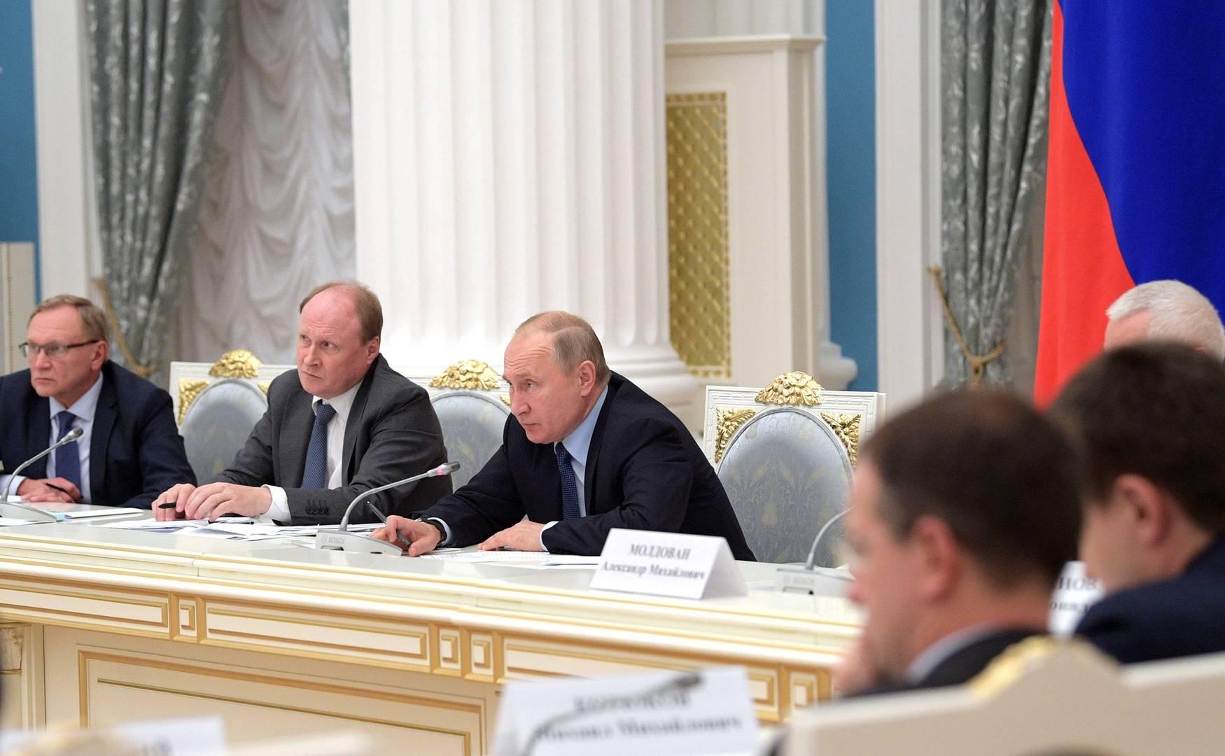 Владимир Путин на заседании совета по русскому языку