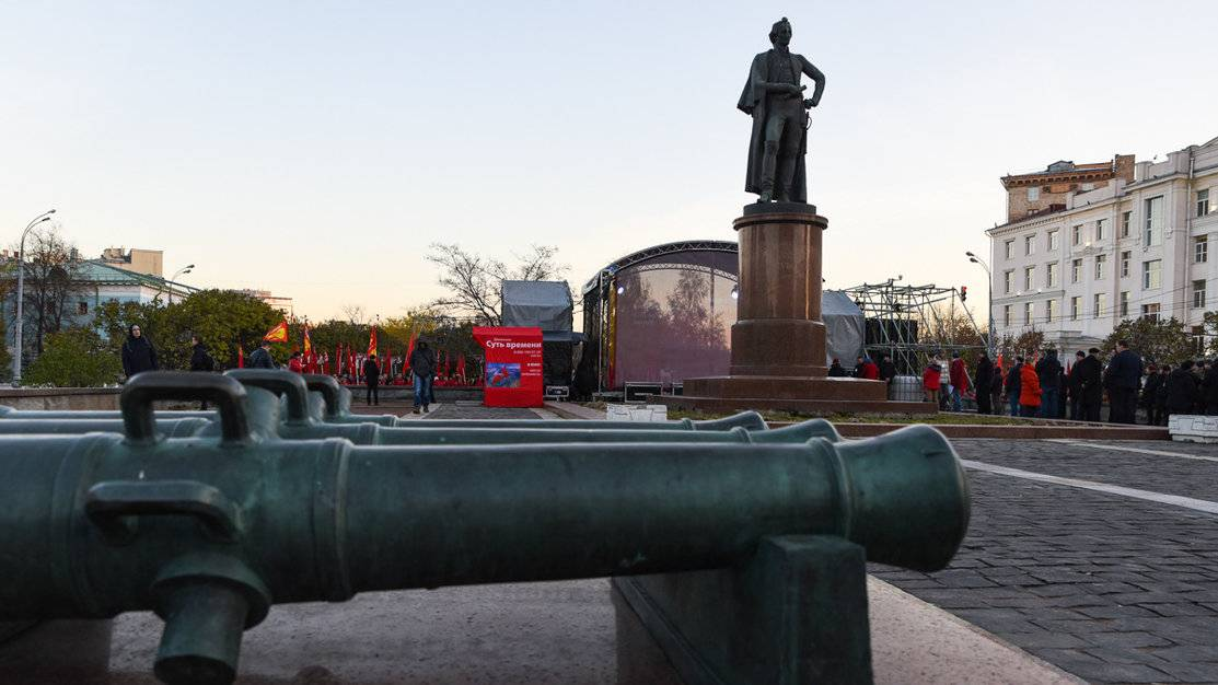 Суворовская площадь. Митинг «Защитим социальные завоевания Октября— нет пенсионной реформе!»