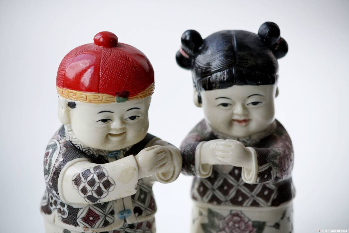 Китайские фигурки мужчины и женщины