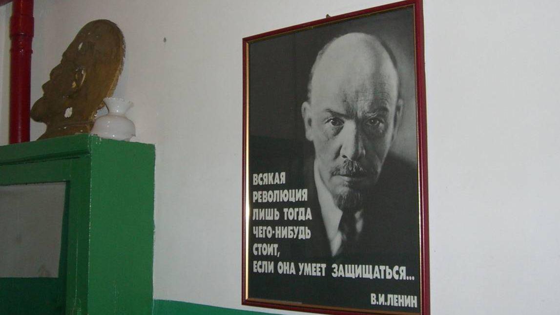 Ленин на стене
