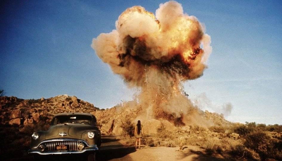 Кадр из фильма «Забриски-пойнт». Представляет, как взрывается резиденция босса