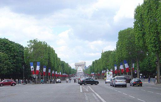 Елиссейские поля, Париж [(CC-BY-SA-2.0) Wikimedia]