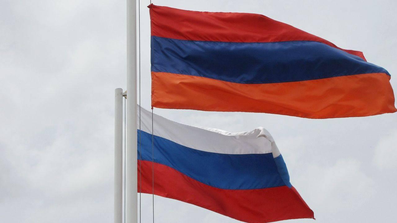 ВМИДРФ рекомендовали россиянам избегать массового скопления людей вЕреване