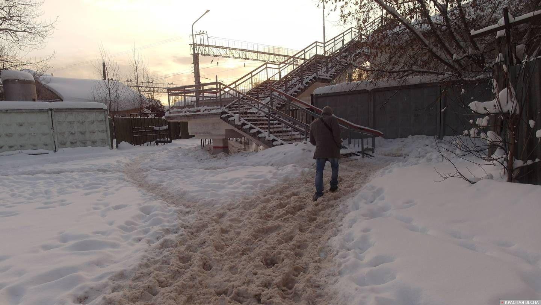 Москва. Новогиреево. Вход на лестницу на ж/д станцию «Кусково»