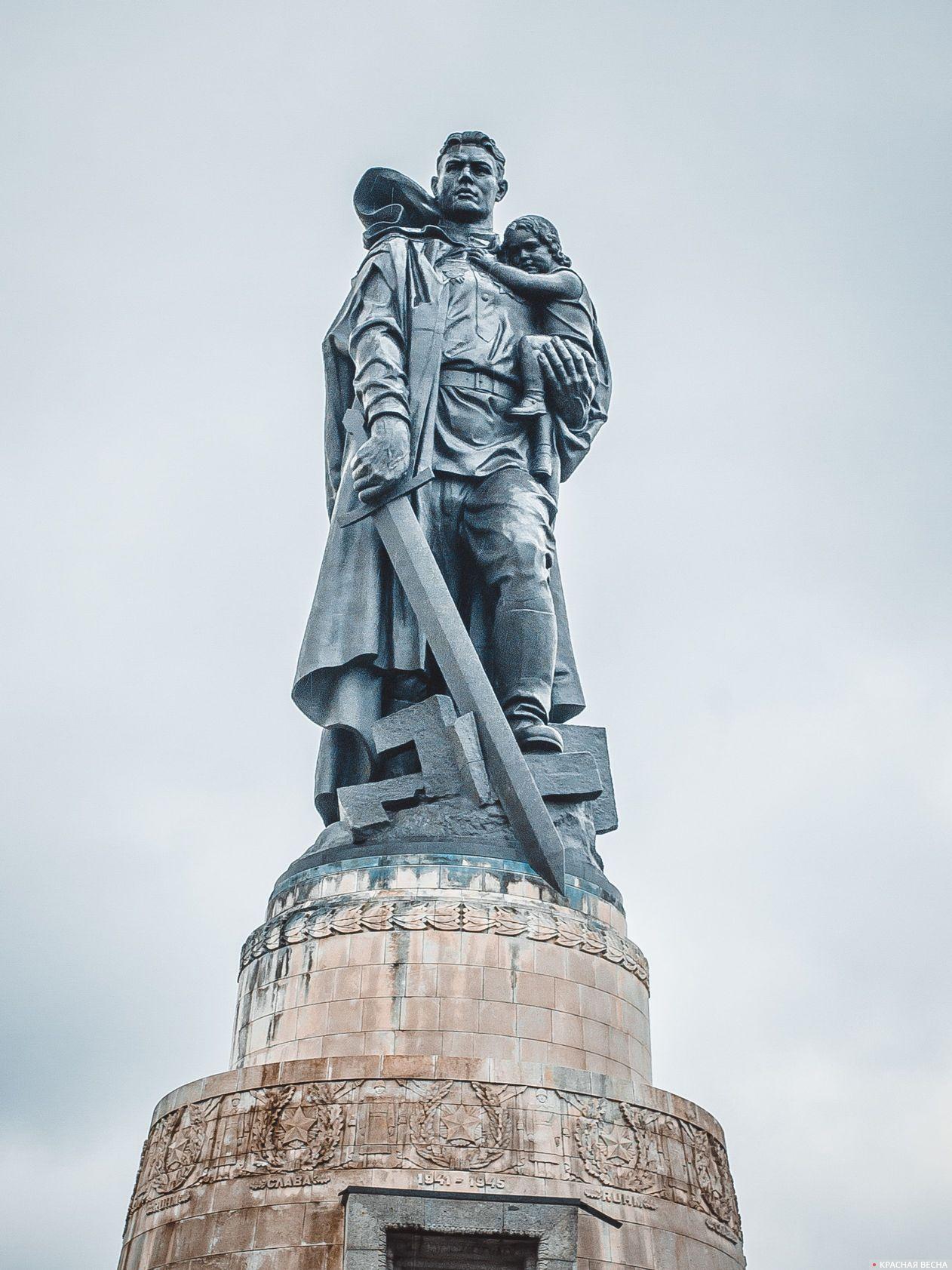Воин-освободитель. Трептов-парк, Берлин, Германия.
