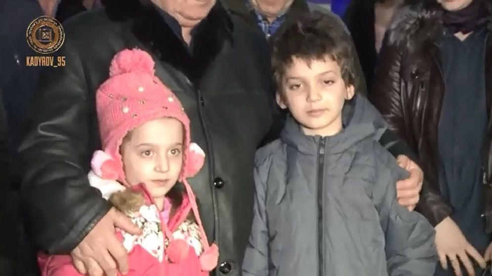 Кадр из репортажа о ранее возвращённых детях из Сирии